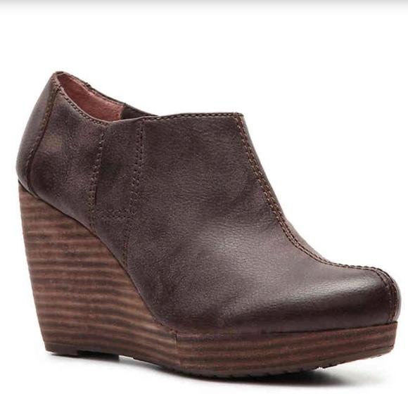 37c2ec589a1 Dr. Scholl s Shoes - EUC Dr. Scholl s Harlie Wedge Bootie Brown Ankle